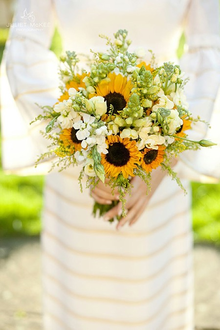image-586315-yellow-and-white-bouquet-sunflowers.jpg